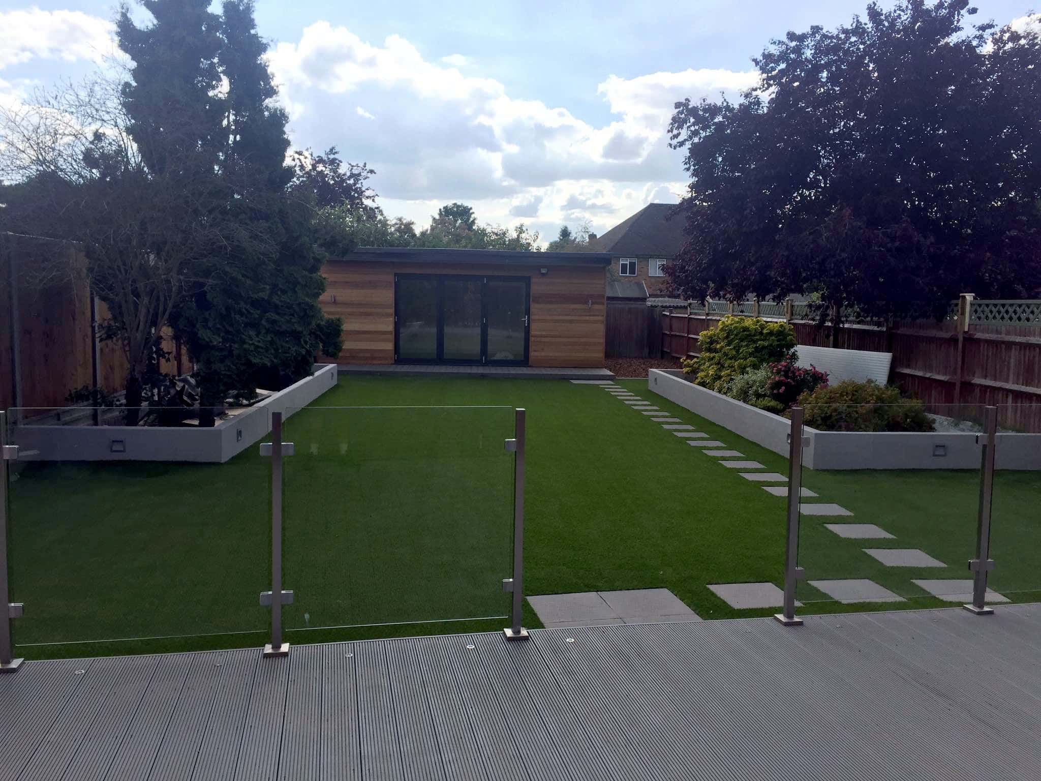We specialise in high quality<br>artificial and synthetic grass